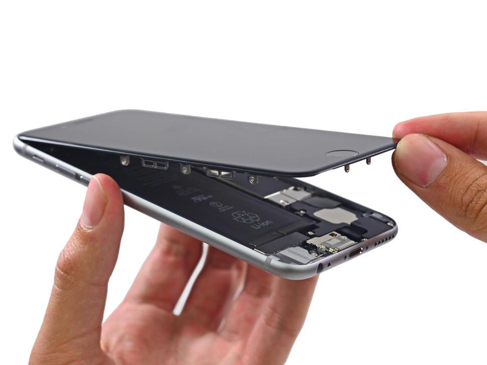 Ai un iPhone defect? Vezi la ce service poti sa iti repari telefonul.